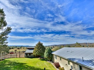 NEW! Expansive Ranch w/ Hot Tub, Bring your Horse!