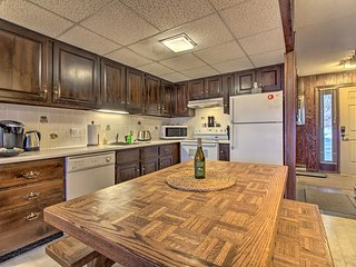 NEW! Ski-In/Ski-Out Pico Mtn Townhome w/ Fireplace