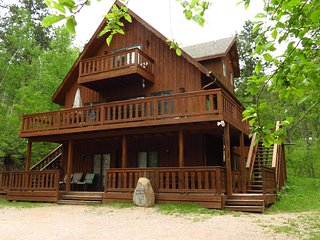 Moose Haven Close to Lake Pactola and centrally located to attractions!