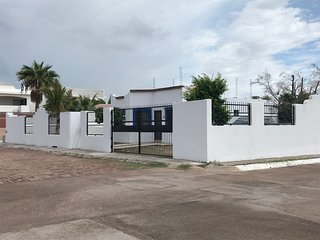 Two room furnished house, 300 meters from the beach, community pool, quiet area.