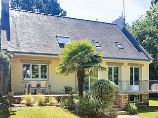 Awesome home in Moelan-sur-Mer w/ WiFi and 4 Bedrooms (FBF633)