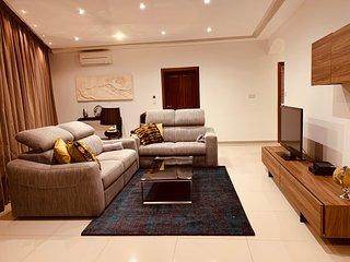 4 bedrooms, Sleeps 10, Free W-Fi, Beach
