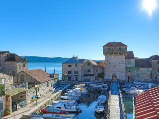 Amazing home in Kastel Gomilica w/ WiFi and 1 Bedrooms (CDT114)