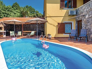 Amazing home in Bregi w/ WiFi and 3 Bedrooms (CKO351)