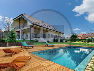 Nice home in Varazdin Breg w/ Outdoor swimming pool, Sauna and 3 Bedrooms (CCC09