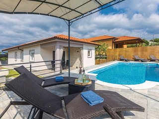 Awesome home in Kapovci with WiFi, 3 Bedrooms and Outdoor swimming pool (CKI130)