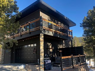 New 1br Mountain hide-out with hot tub.  5 mins to Blackhawk, 20 mins to