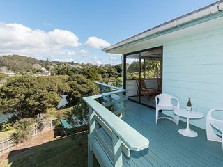 Retro River Retreat - Kerikeri Holiday Home, Abel Tasman National Park