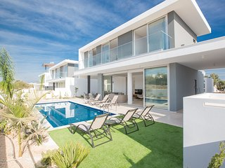 Olivine 20, 3 Bed, New, Luxury Villa with private pool in the center