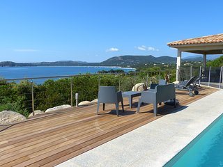 Magnificent villa with a 180° view on the bay of Pinarello