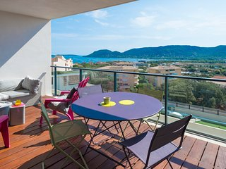 Superb sea view apartment ideally located 750m from the port