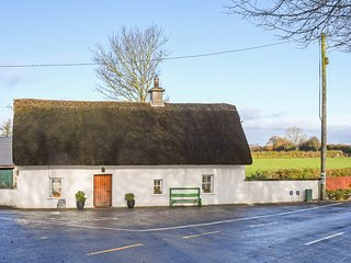 HIGH NELLY COTTAGE, pet-friendly, multi-fuel range,character beams, thatched