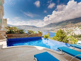 Villa Sea Front is only 200 meters from the sea and it has 5 bedroom with pool