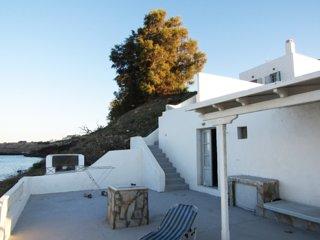 SANTORINI  SUMMER LOVERS HOUSE UNIT FOR 4