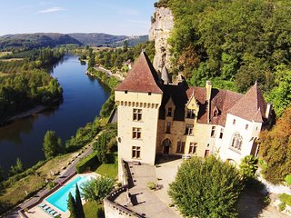 CHATEAU DE LA ROQUE GAGEAC: Magnificient castle overlooking the Dordogne river