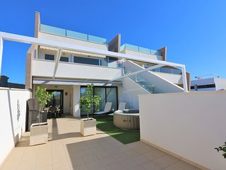 VDE-055 Sunny South-facing 3 bedroom ground floor apartment close to beach