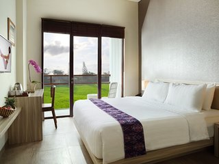 Deluxe Room+Breakfast at Ubud Center W/5 minutes to Yoga Barn (evi)