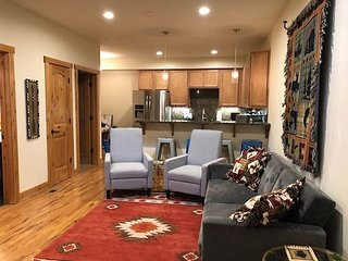 Great 4 bedroom close to town, access to Clubhouse in Lake Village (LV81A)