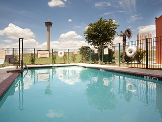 Free Breakfast + Outdoor Pool + Free Wi-Fi   Short Walk to Convention Center