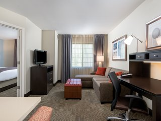 Hearing + Mobility Accessible Suite Near IAD | Free Breakfast + Shuttle to
