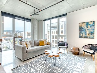 Newly finished Nob Hill condo w/ great walkability and central location
