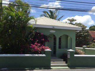 Cozy Private Single Room/Bath. Clean, Comfy, Safe,  WiFi. Beaches 3 Minutes