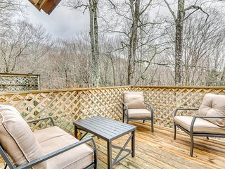 Modern mtn home w/ forest views & gas fireplace - walk to skiing & golf!