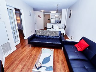 Elegant 1 BR Suite at 50 Laurier, Heart of Ottawa - PH09