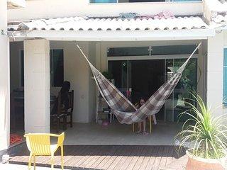 Diaria de casa p/ temporada c/ 3 quartos, com piscina, a 700m da praia