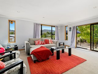 Mountain View Escape - Cromwell Holiday Home, Cromwell