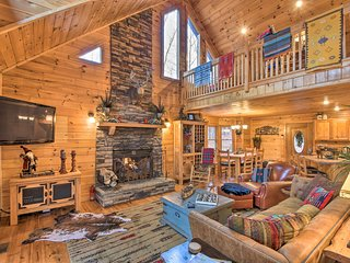 Blue Ridge Mtn View Getaway w/ Hot Tub & Fire Pit!
