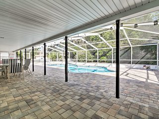 Quiet Homosassa Home w/ Updated Pool & Lanai!