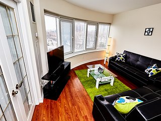 Bright and Clean 2 BR Suite - Rideau Canal (2d)