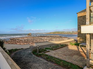 7 THURLESTONE ROCK, shared pool, beachside location, sea views, terrace.