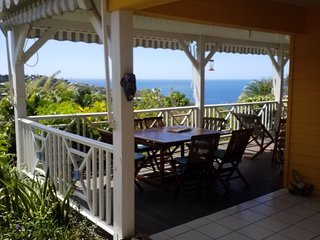 Villa creole avec belle vue mer et pitons du carbet