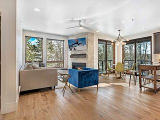 Sleek New Condo On Blue River! Central to Hiking/Biking, Dining, Shopping, All S