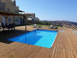 Villa Aretousa,privacy,serenity,private pool,overlooking sea& Crete's Golf Court