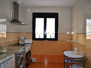 Alojamiento El lince de Granadilla,casa ecológica,Wifi,Chimenea salón,TV con USB