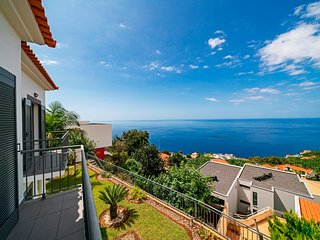 Great 3 bedroom villa with garden in Calheta, stunning views | Casa Amaro Sol