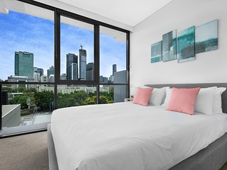 Two-Bed with City Views and Parking Near Galleries