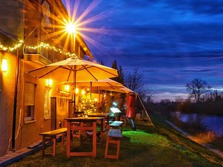 Danubio - Gruppenunterkunft, Suite am Fluß, Bed & Breakfast, Hideaway