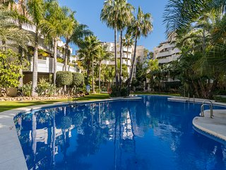 Stunning 2 bedroom apartment near Puerto Banus with gym and indoor pool facility