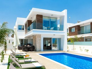 Cyprus Holiday Villa SUNSHINE Profile