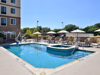 15 Minutes from Six Flags! | Studio with Roll-in Shower + Outdoor Pool and Hot