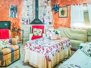 Nice home in Navares w/ WiFi and 4 Bedrooms (ECC588)