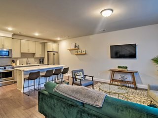 NEW! Modern Home: 2mi to Dtwn & Panthers' Stadium!