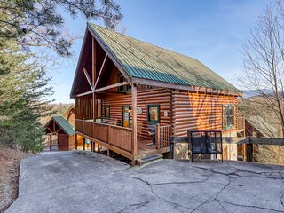 Stunning log cabin in the rolling hills w/ a private hot tub & shared pool