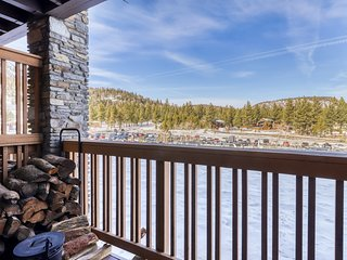 Contemporary retreat 150 yards from Little Eagle Lodge w/ shared hot tub/pool!
