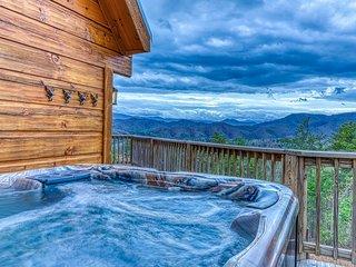 Beautiful cabin w/ private hot tub & stunning mountain views!