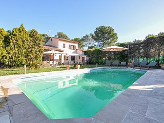 Nice home in Mougins w/ WiFi and 4 Bedrooms